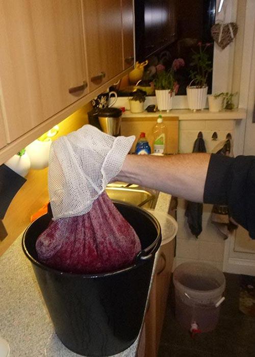 Handmatig druiven persen